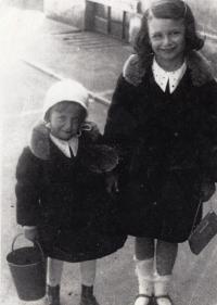 Se sestrou Marianou, 1931