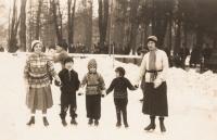 V Košicích, 1932, VI uprostřed