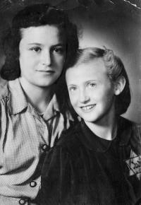 Se sestrou Marianou, 1941, Ostrava