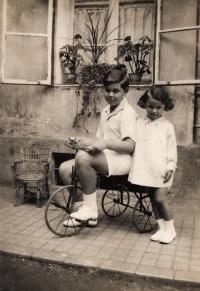 S bratrancem Janem Fuchsem, 1930