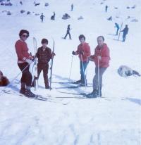 S manželem a syny, Hermon, 1971