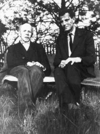 Josef Svoboda with a literary historian Albert Vyskočil