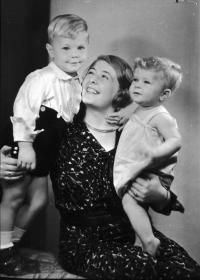 Naftali Fürst s mamičkou a starším bratom Petrom