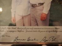 Věnování na fotografii, které p. Dražilovi vepsali manželé Bushovi