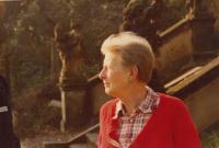 Josefa Bořek - Dohalská, matka pamětníka 1980 na zámku v Lysé nad Labem
