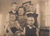 Josefa Dohalská se syny, Lysá nad Labem