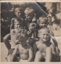 S bratranci Svobodovými, nahoře Václav a Jiří Dohalští, dole zleva Zdeněk a Antonín Dohalští
