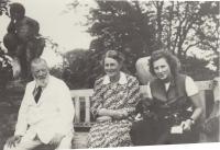 Dědeček Erich Lamozel Thurn - Taxis, babička Gabriena Kinská Thurn - Taxis, maminka Josefa Thurn - Taxis Dohalská