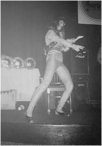 Hadí žena, taneční vystoupení, osmdesátá léta