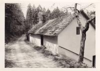Chalupa, kde bydleli, když byl otec ve vězení