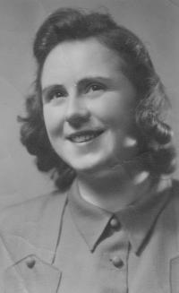 Anna Smržová, cca 1944