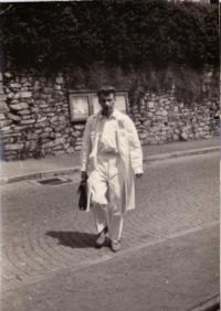 Josef Koutecký jako mladý lékař