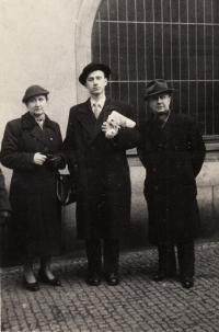 po promoci s rodiči, 1955