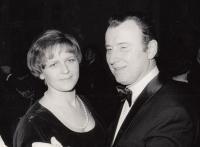 s manželkou Jitkou, 1975