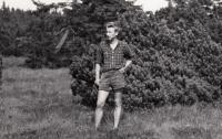 z dob gymnazijních studií, cca 1948