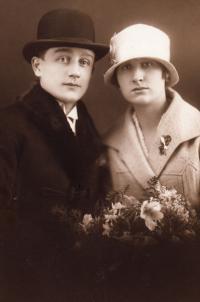 svatební fotografie rodičů, 1927