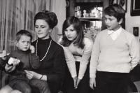 manželka Jitka s dětmi, 1969