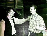 S otcem v ochotnickém divadle, hra Obchodník s deštěm