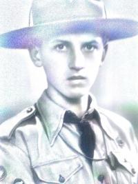 Pamětník ve skautské uniformě, 40. léta