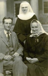 Sestra Milada s otcem a matkou, rok 1949