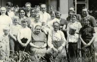 S rodinou v obci Pohora, rok 1968
