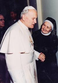 Představená sestra Eliška s papežem Janem Pavlem II.