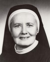 Představená sestra Eliška, která Miladě Kopecké pomohla dostudovat rok 1970