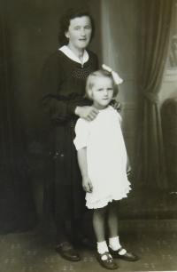 Angela Schlegelová s dcerou Erikou (později Bednarskou)