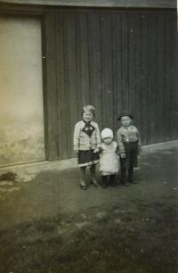 Elvíra, Ginter a Walter Schlegelovi v Hraničkách