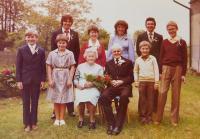 Rodiče František a Angela Schlegelovi s vnuky při zlaté svatbě