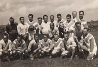 Mezi hokejisty a fotbalisty z Rožmitálu, rok 1964