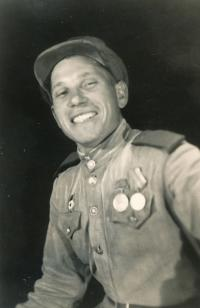 Ruský voják - osvoboditel, který u nich bydlel, 1945