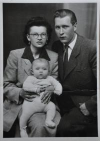 Irena and Tomas Ondruch with their son Tomas in 1951