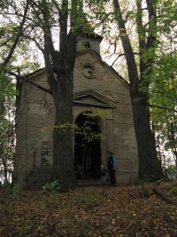 Zaniklá osada Hamberk / zdevastovaná kaple / snímek z roku 2013
