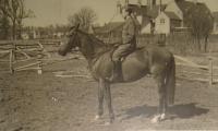 Jiří Pavel na koni, Francie 1940