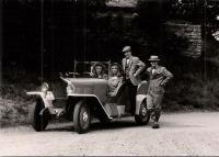 9. f Jiří Hlavsa a Jiří Herink s veteránem půjč. z muzea V. Bečváře