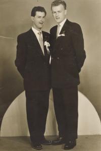 1957, bratr Karel vlevo, pamětník vpravo