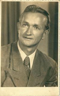 Bývalý voják wehrmachtu, dědeček Iva Mludka / Franz Mludek po návratu ze sovětského zajetí / Berlín / 1955