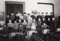 1. třída, Libuše 3. zprava v 1. řadě (1959)