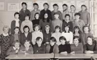 7. třída, Libuše ve třetí řadě odspoda 4. zleva (1966)