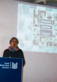 Libuše zahajuje výstavu o známých rodácích z Čech a Moravy (2013)