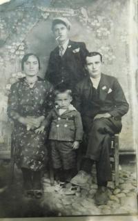 Fotis Bulguris s rodiči a strýcem Nikolasem Botckari