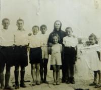 Fotis Bulguris v dětském domově ve Skopje v roce 1949
