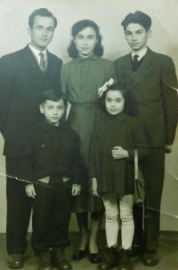 Sourozenci Bulgurisovi - Fotis, Areti, Stavros, Irini, Christos
