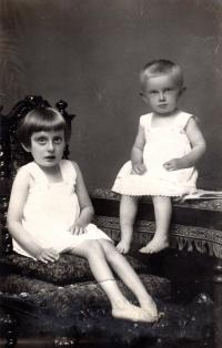 Sisters - Elisabeth and Margarete (1928)