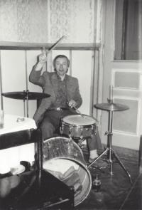 Petr Sobíšek playing the drums