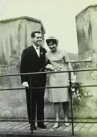 Svatební fotografie na Karlštejně - 1964