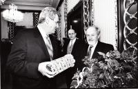 1999 oslava narozenin Jičínského, se Zemanem, foto Josef Strouhal