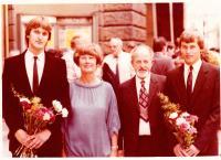 s manželkou a synovy Tomášem a Štěpánem, konec 80_let