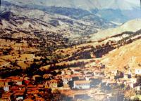 Tarnovo (Prasino) v severním Řecku. Rodná obec pamětnice